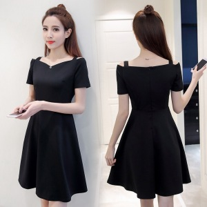 修身短袖露肩抹胸黑色吊带连衣裙女中长款小黑裙