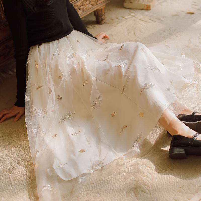 模特实拍2020早春新品网纱刺绣半身裙售价不低于78-芷昕实拍店-