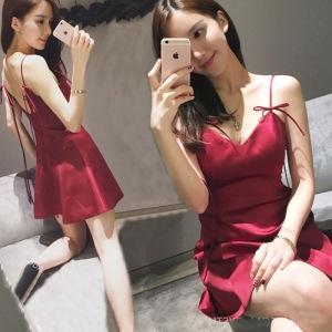 性感风红色抹胸连衣裙短裙v领低胸露背收腰吊带小礼服裙