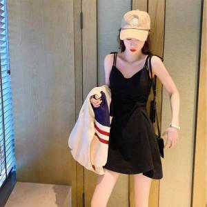 法式复古黑色赫本风吊带连衣裙女收腰显瘦小黑裙气质