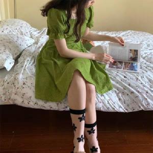 夏日晚餐-抹茶绿法式连衣裙女收腰显瘦a字方领裙子