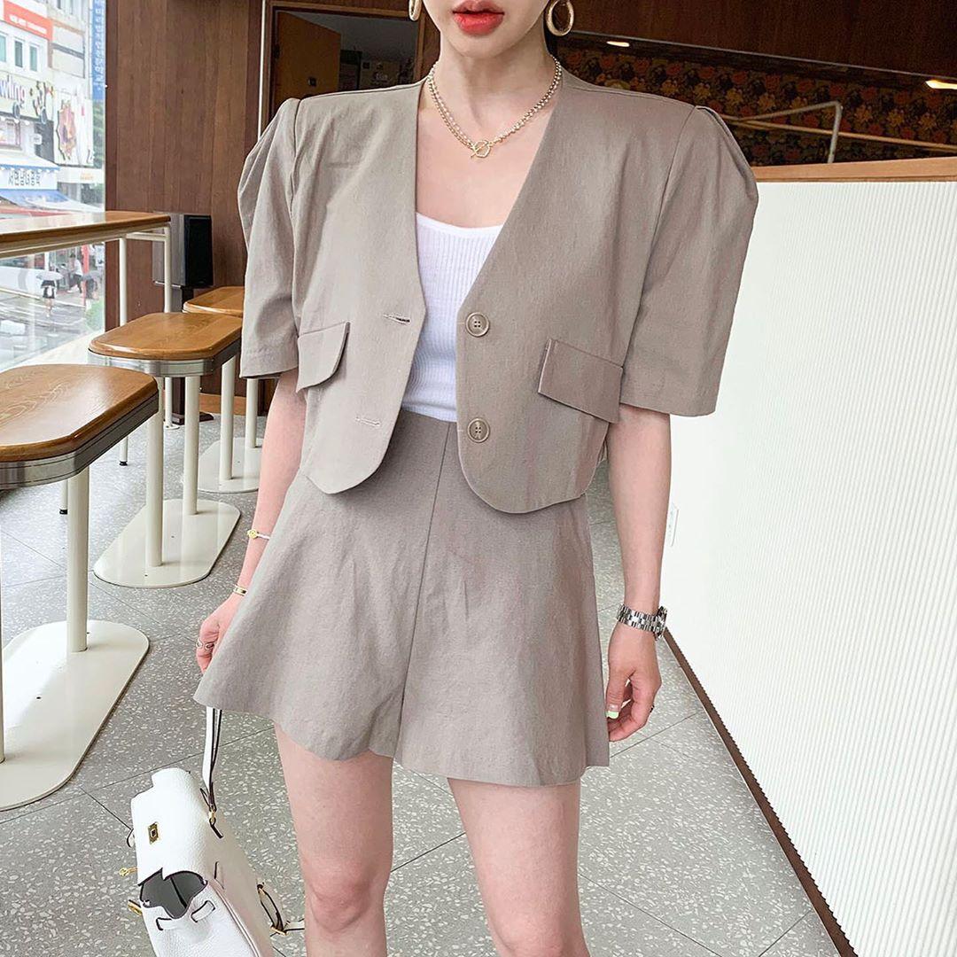 现货。短款开衫外套泡泡袖上衣+A字纯色复古短裤-INeedU韩风-