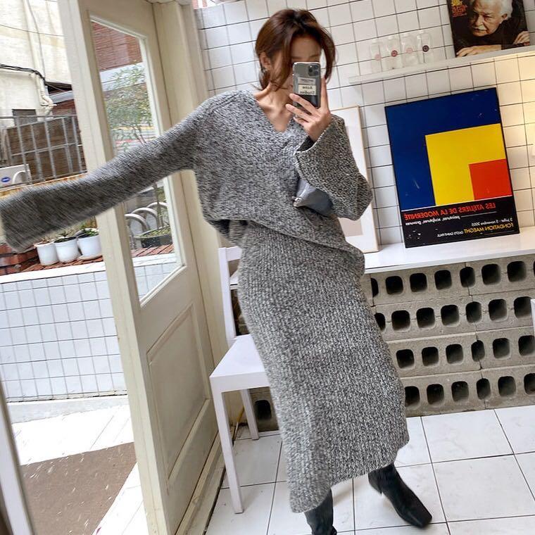 韩国 OL气质V领宽松慵懒针织衫+松紧开叉包臀半身中裙 时尚套装-尚派毛织-