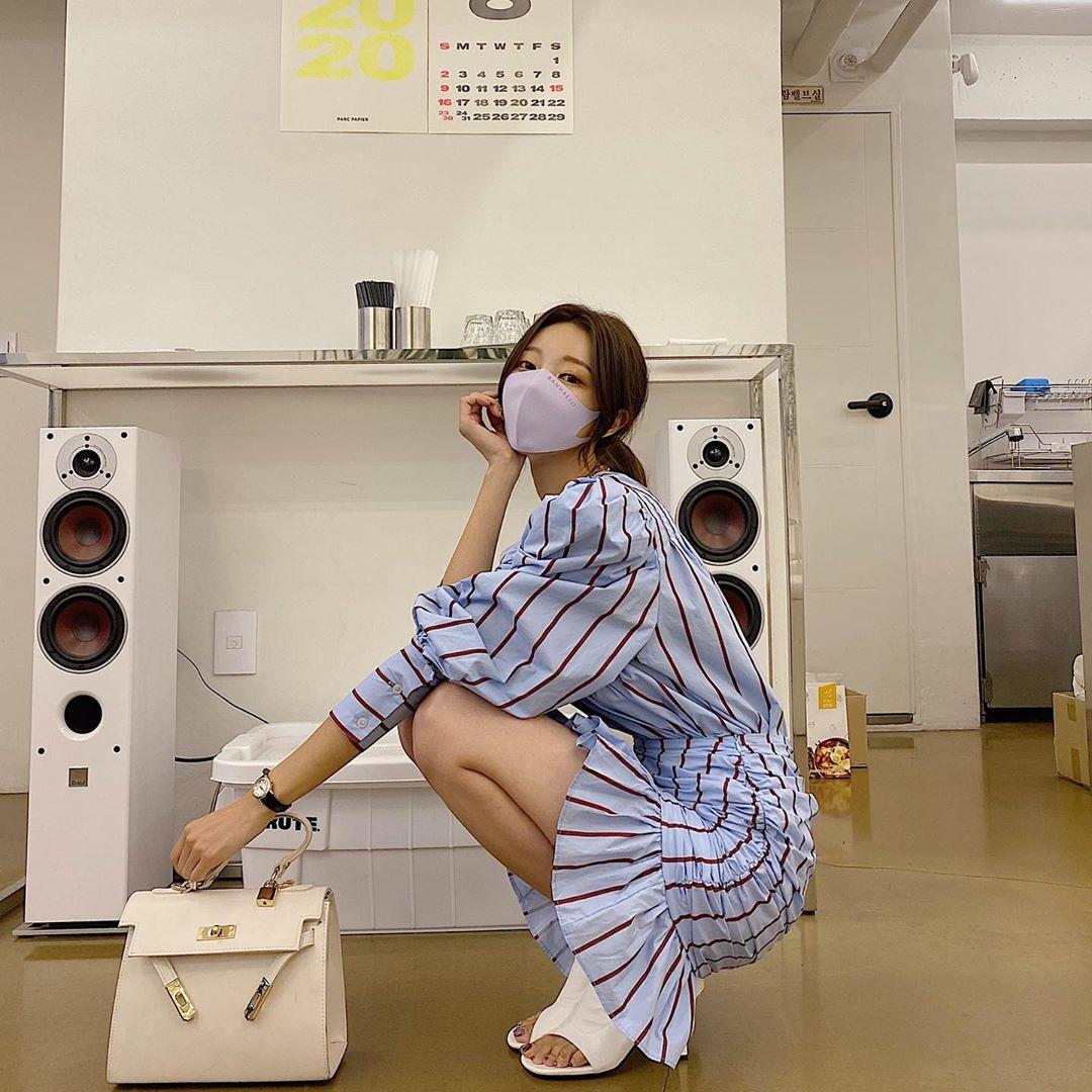 现货。韩国ins 早秋新品 圆领条纹衬衫+褶皱鱼尾摆半身裙 套装-INeedU韩风-