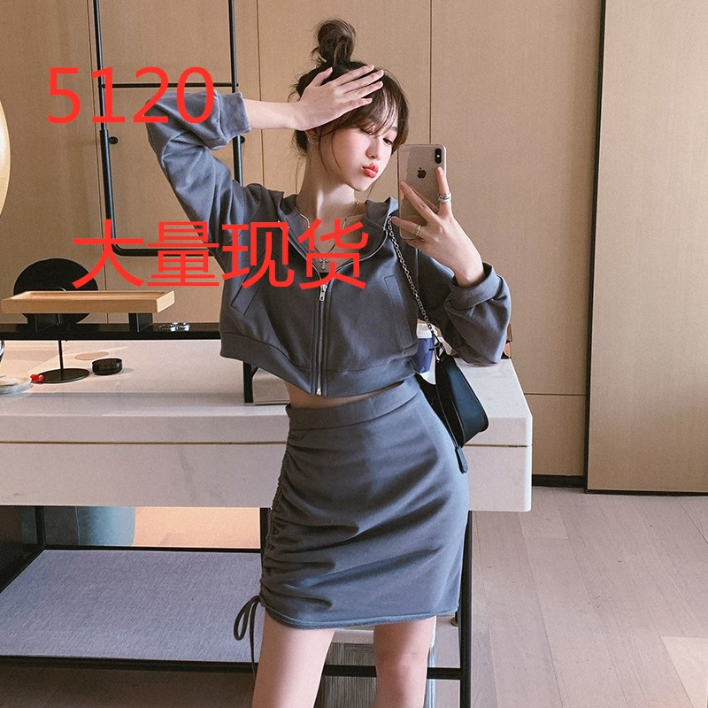 刘啦啦2020早秋新款港风短款连帽卫衣外套加抽绳系带半身裙两件套-鑫裳衣-