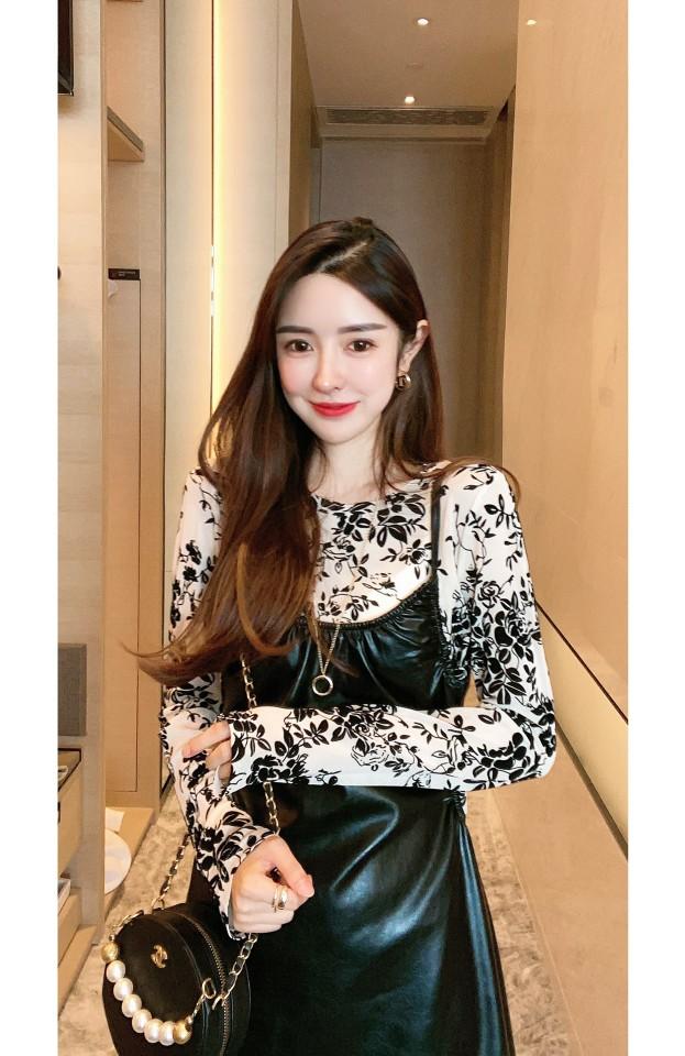 韩版时尚小香风立体花朵上衣+超质感吊带皮裙两件套-包子铺-