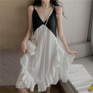 YF14453# 新款海边度假沙滩裙法式复古压褶V领吊带连衣裙 服装批发女装直播货源