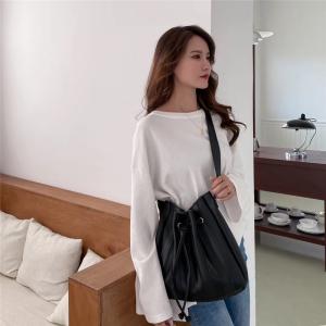 YF24578# 水桶包女小众设计秋冬新款PU褶皱斜跨单肩包女高级手提包 包包批发女包货源