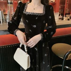 YF24265# 大码女装胖mm法式复古赫尔本方领复古印花金丝绒小黑裙连衣裙