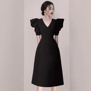 YF43449# 气质v领小黑裙高级感大牌轻奢小众设计感复古名媛黑色连衣裙