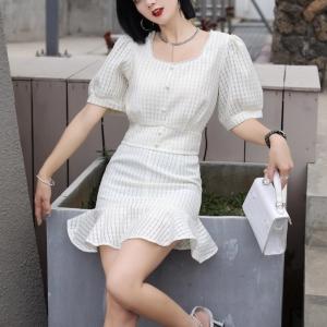 YF49704# 时尚网红炸街小香风钉珠短款上衣辣妹百搭荷叶边短裙套装 服装批发女装直播货源