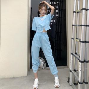 CX6998# 最便宜服服装批发 时尚休闲套装女夏季设计感一字领短款上衣+高腰束脚运动裤两件套