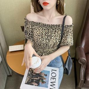 YF54512# 法式一字肩豹纹短袖衬衫夏季设计感小众盐系露锁骨雪纺衫 服装批发女装直播货源