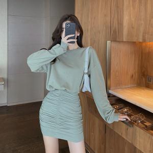 YF69703# 设计感圆领褶皱卫衣裙女秋季小个子包臀短裙子收腰连衣裙 服装批发女装直播货源