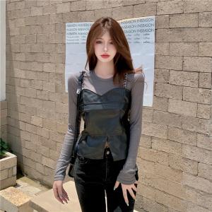 YF67559# ~韩国chic小众设计感链条PU皮吊带上衣+针织长袖打底套装 服装批发女装直播货源