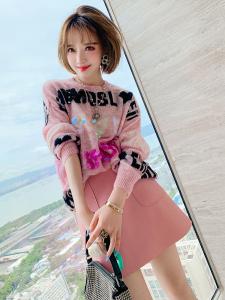 YF68156# 亮片字母圆领宽松针织上衣+粉嫩小皮裙套装女装秋季新款