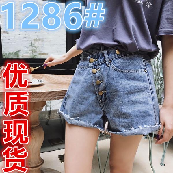 于momo短裤女夏2018新款裤子ins超火的高腰浅色毛边牛仔裤热裤