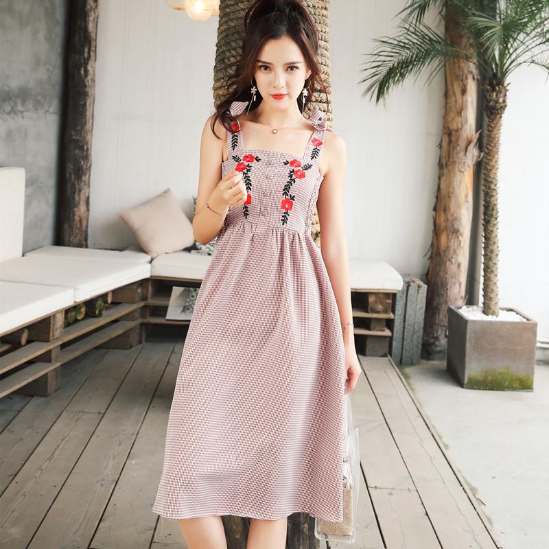 實拍chic粉色刺繡花朵系帶格子中長款收腰修身吊帶連衣裙初戀裙