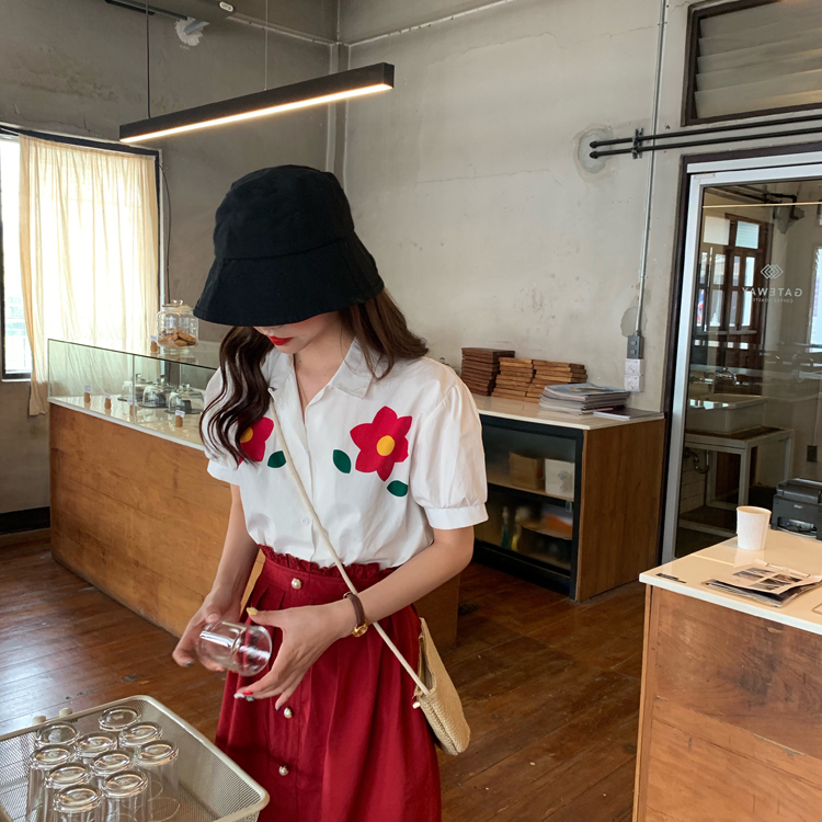 控價30-31實拍實價夏季法式復古花朵泡泡袖襯衫+珍珠扣紅色半身裙