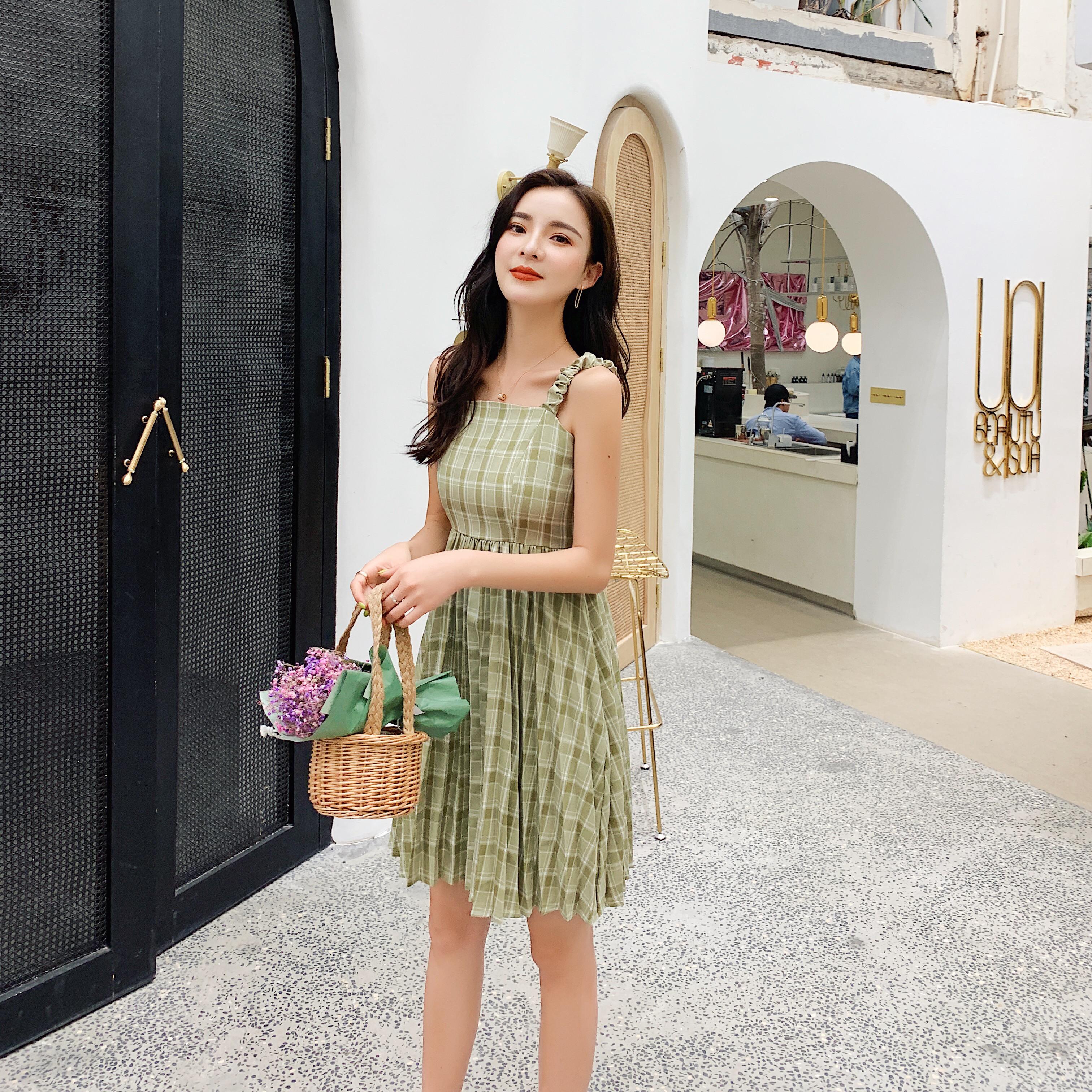 實拍2019夏季新款氣質吊帶收腰顯瘦格子百褶裙連衣裙女