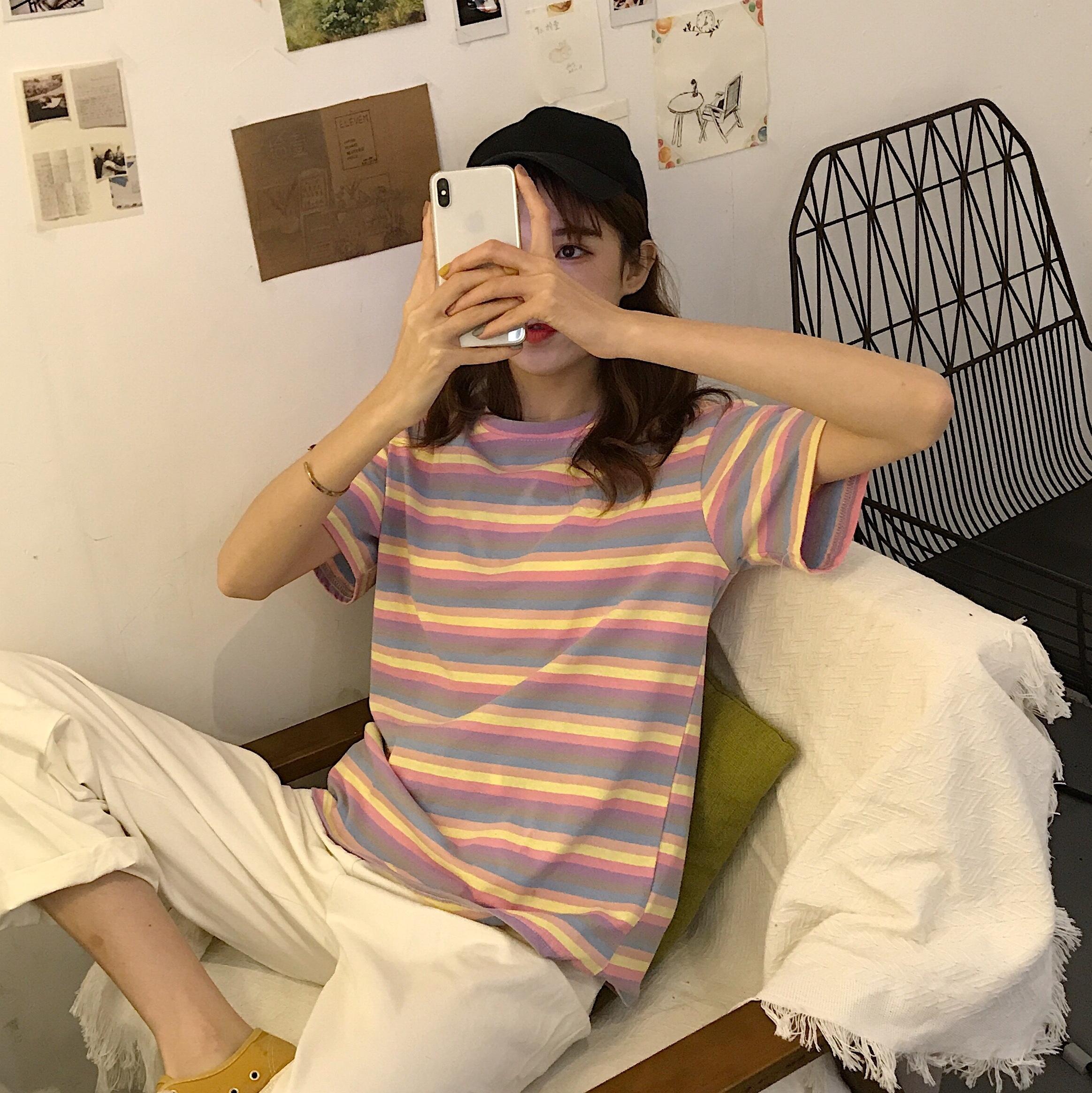 控价5实拍?#23548;?#24050;检测夏季泫雅彩虹条纹短袖T恤女短款宽松上衣