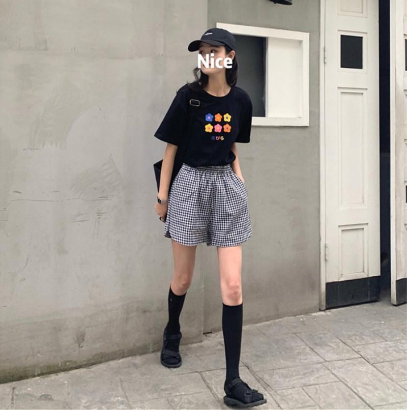 實拍實價 控價27-27 活力的彩色小花花T恤+黑白格子高腰短褲