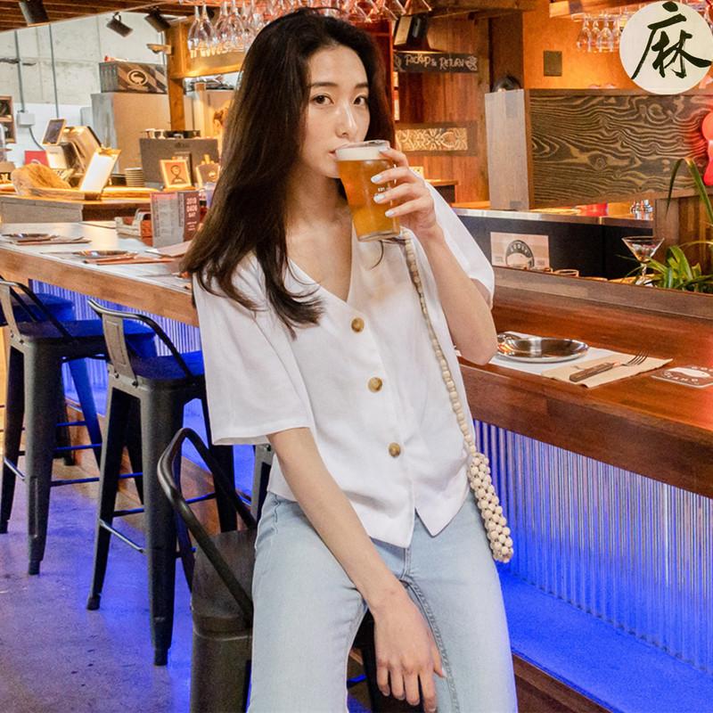小清新V領單排扣短袖襯衫 2019夏小心機設計小個子休閑亞麻上衣女