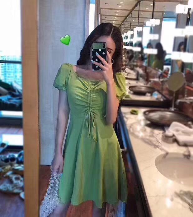 牛油果連衣裙抹茶綠夏裝新款韓版收腰顯瘦V領抽繩褶皺復古中長裙