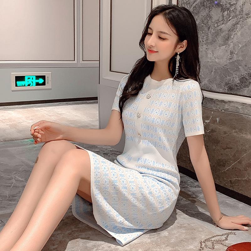 连衣裙女2019早秋新款小香风气质修身打底裙中长款冬装针织裙子