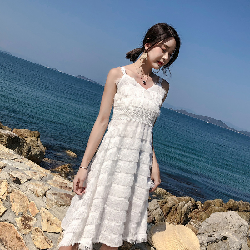 實拍度假連衣裙沙灘裙2019白色超仙露背吊帶小心機連衣裙