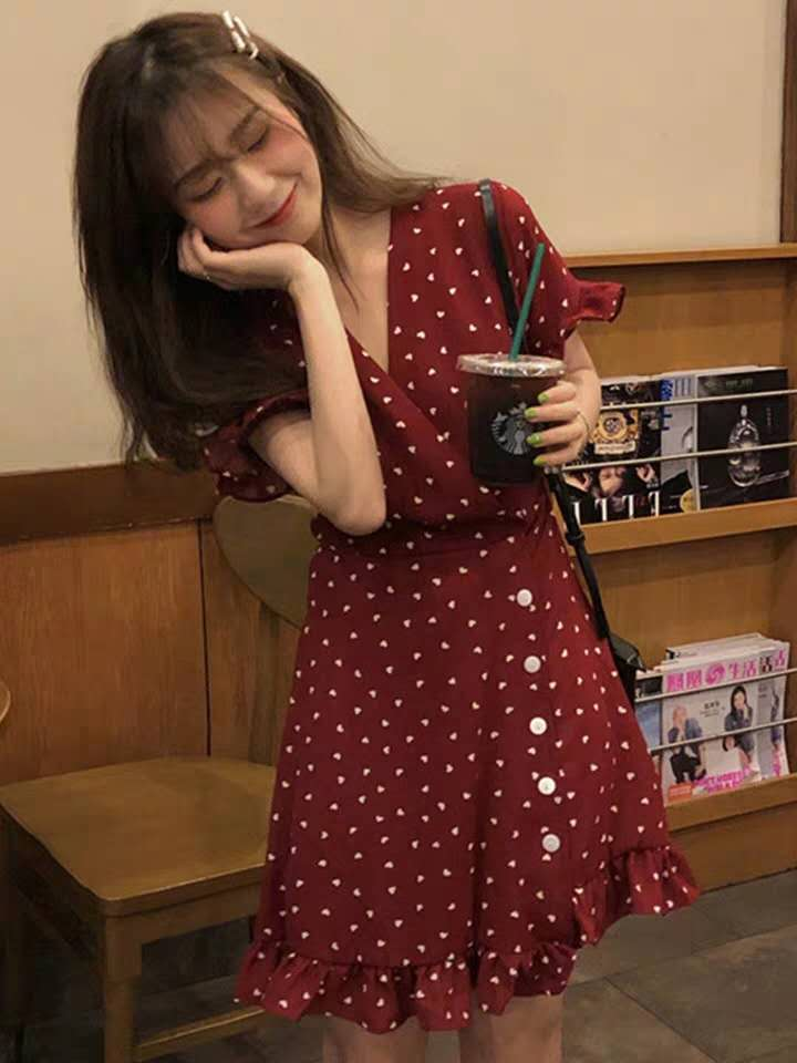 2019夏季新款韓版設計感小個子氣質顯瘦收腰V領波點短袖連衣裙女