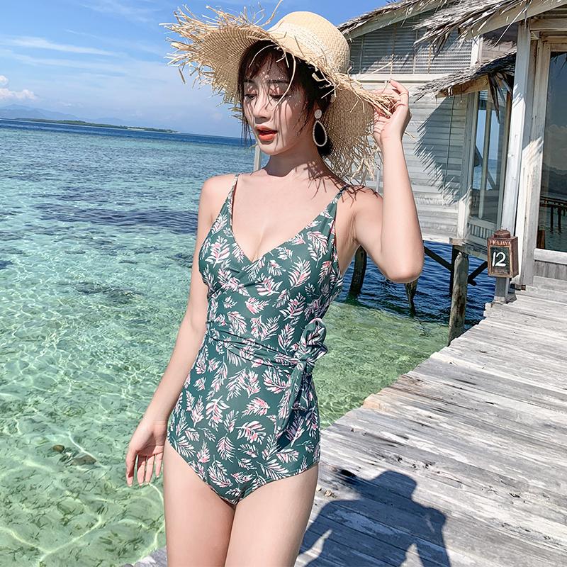 游泳衣女性感连体三角时尚小胸聚拢修身遮肚显瘦温泉新款韩国泳装