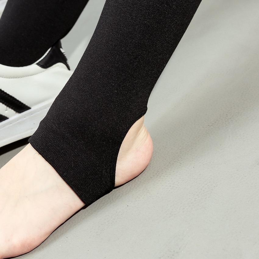 亚博娱乐平台入口~秋冬装 新款天鹅绒加薄绒款显瘦踩脚款打底裤袜