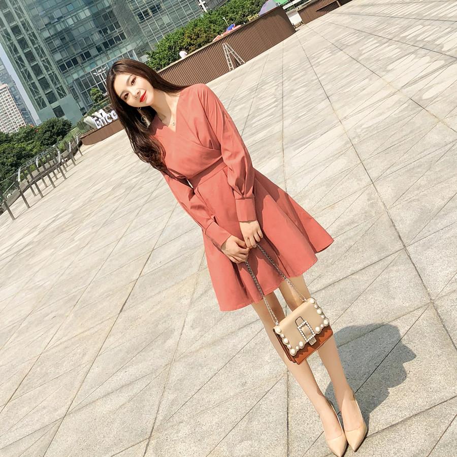 标价加20起 亚博娱乐平台入口2019秋装新款V领收腰长袖A字连衣裙