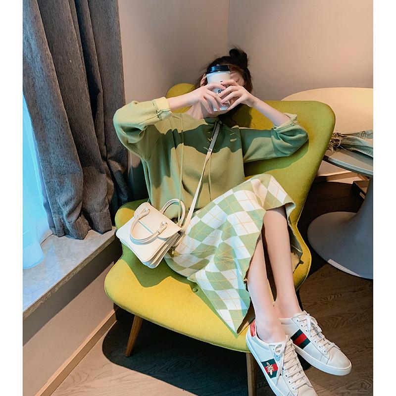2019牛油果綠針織套裝女秋季寬松洋氣連帽毛衣半身裙兩件套女