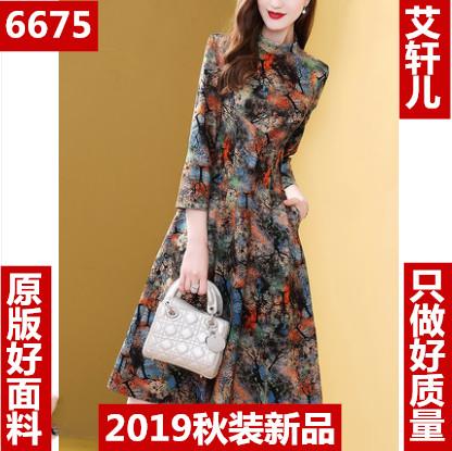 秋季流行裙子女2019新款立領收腰顯瘦氣質時尚印花連衣裙