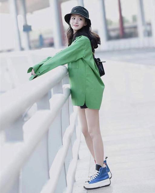韩国chic复古风牛油果绿心机设计下摆开叉polo领衬衫
