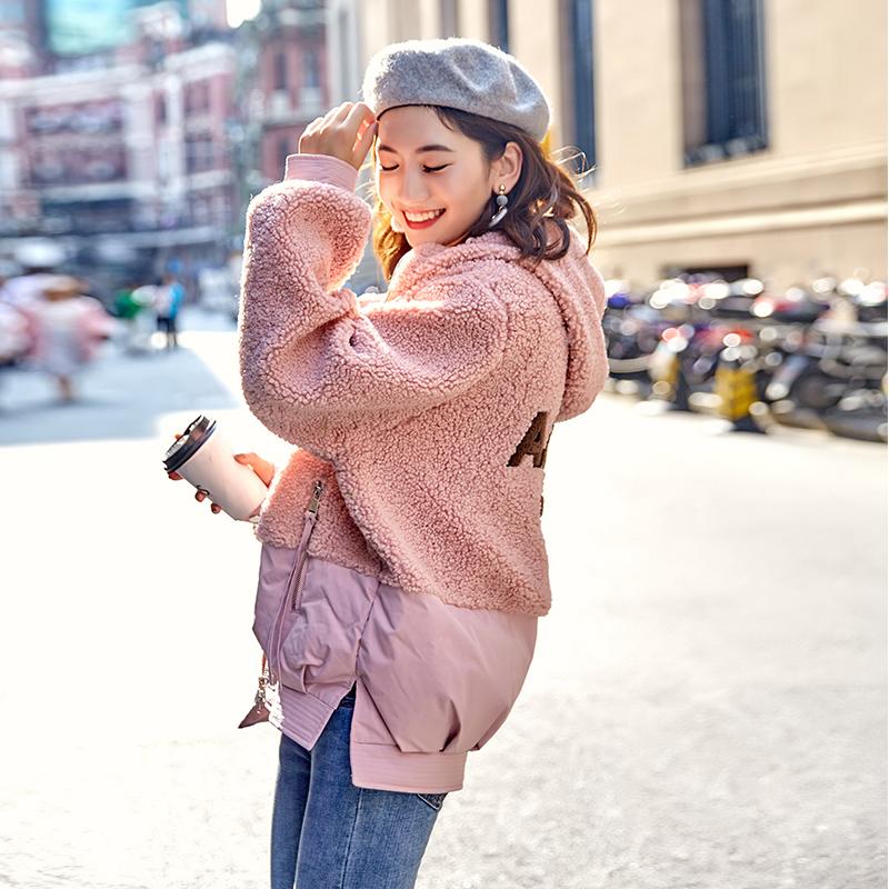 亚博娱乐平台入口2019秋冬新款韩版短款羽绒服女羊羔毛拼接刺绣网红学院风棉衣