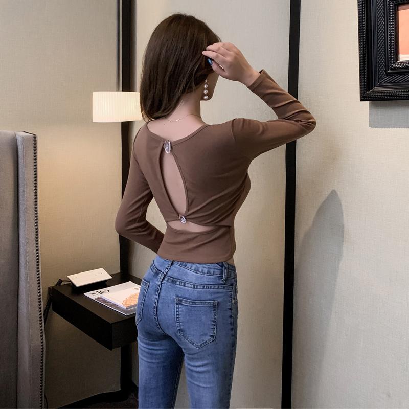 2019秋裝時尚韓版小心機上衣背后鏤空短T恤性感露背紐扣修身體恤