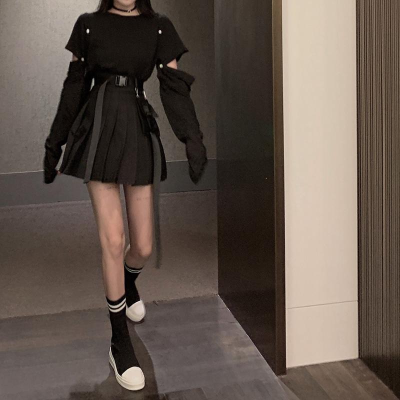 亚博娱乐平台入口实价暗黑长袖t恤女初秋宽松袖子可拆卸+工装学院百褶短裙套装
