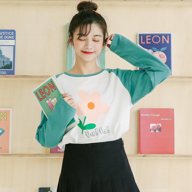 模特亚博娱乐平台入口 2019秋冬新款 泫雅风花朵印花长袖T恤