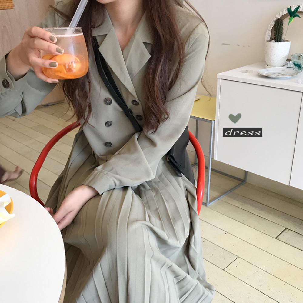 亚博娱乐平台入口+3 韩国 复古减龄 显瘦气质双排扣西装领百褶连衣裙 现货