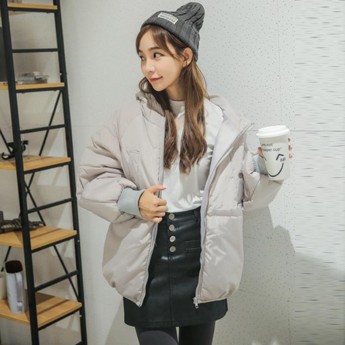 亚博娱乐平台入口2019冬季新款时尚简约纯色宽松面包服短款棉衣学院风棉服女