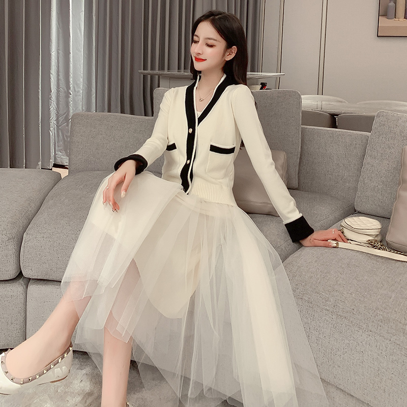 亚博娱乐平台入口时尚小香风针织拼色修身开衫外套+吊带网纱蓬蓬裙两件套装女