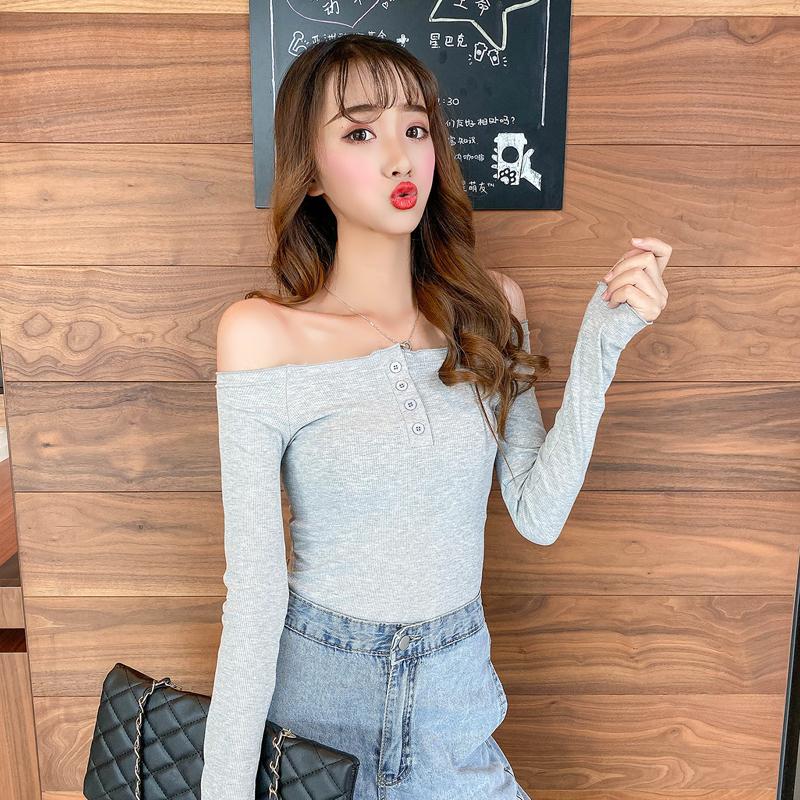 亚博娱乐平台入口实价~控价+5 韩版一字肩花边性感修身纽扣可松长袖T恤