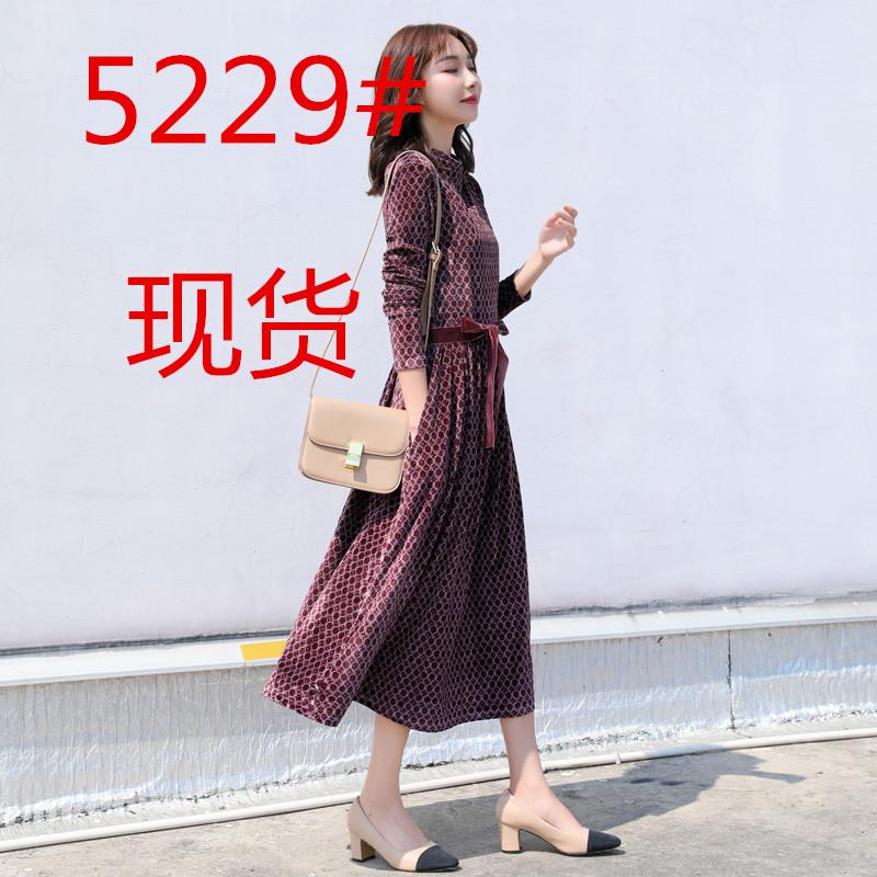 秋装2019年新款女流行裙子显瘦智熏裙法式桔梗裙长袖丝绒连衣裙冬