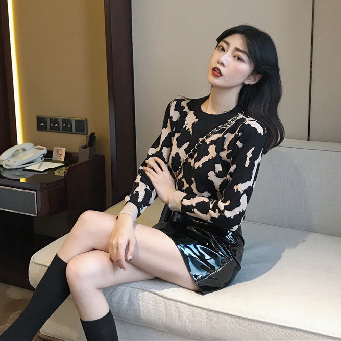 實拍實價#2019新款套頭圓領豹紋毛衣女+ins超火的半身小皮裙
