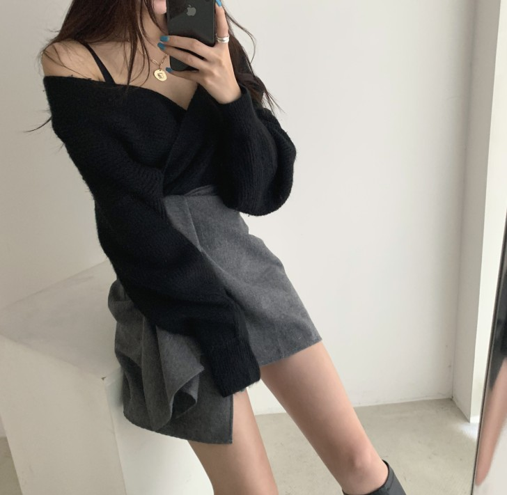 實價2019冬季寬松V領露鎖骨毛衣女+高腰綁帶不規則半身裙短裙套裝