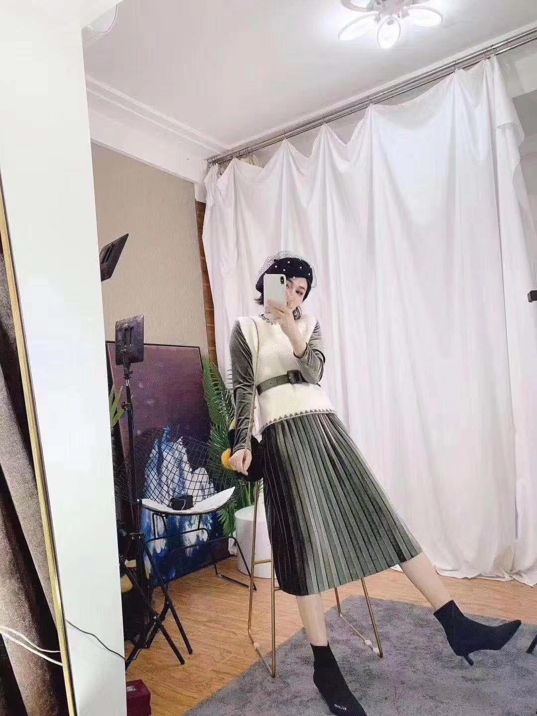百褶連衣裙秋冬中長款絨馬甲背心套裝兩件套長袖2019新款