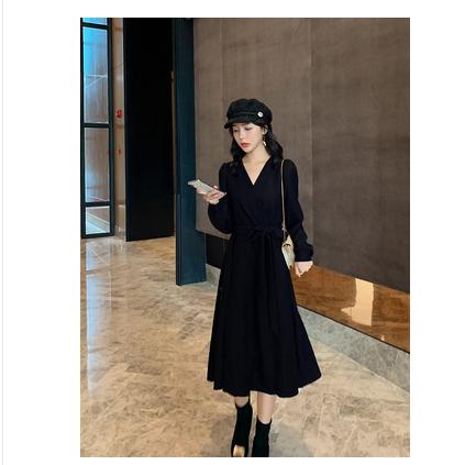 大码女装2019冬装新款气质V领针织连衣裙胖妹妹mm显瘦遮肚子裙子